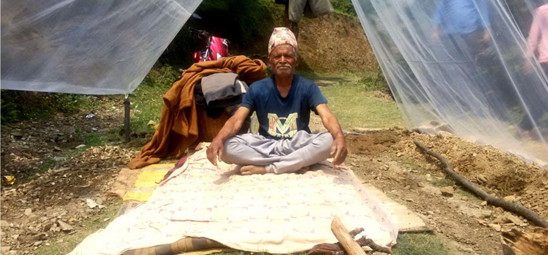सडक निर्माणको माग गर्दै ७८ वर्षीय वृद्ध अनशनमा