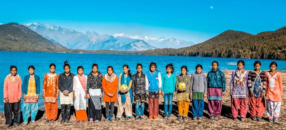 फुटबल खेल्न स्पेन जाँदैछन् नेपाली किशोरी, ब्राजिल, अर्जेन्टिनाभन्दा पनि बलियो 'टीम रारा' !