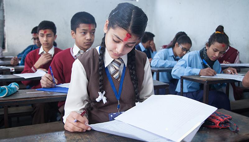 विद्यार्थीको बोझ घटाउन गणित र विज्ञान अनिवार्य विषयबाट हट्दै