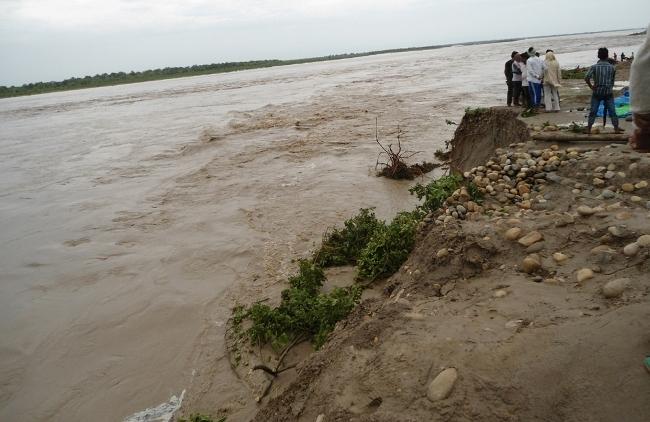 महाकालीमा पानीको बहाव बढ्यो, नदी किनारका बस्तीमा त्रास
