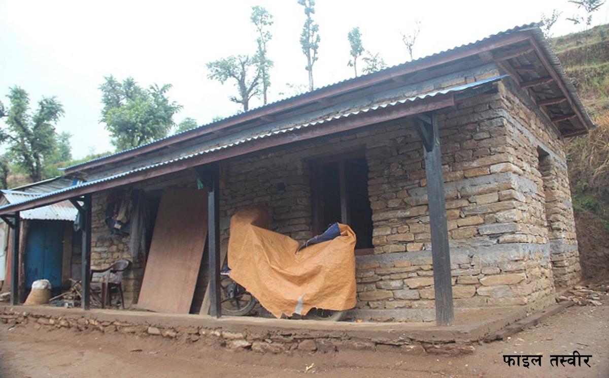 मानिस नबस्दै भत्किन थाले जनता आवासका घर