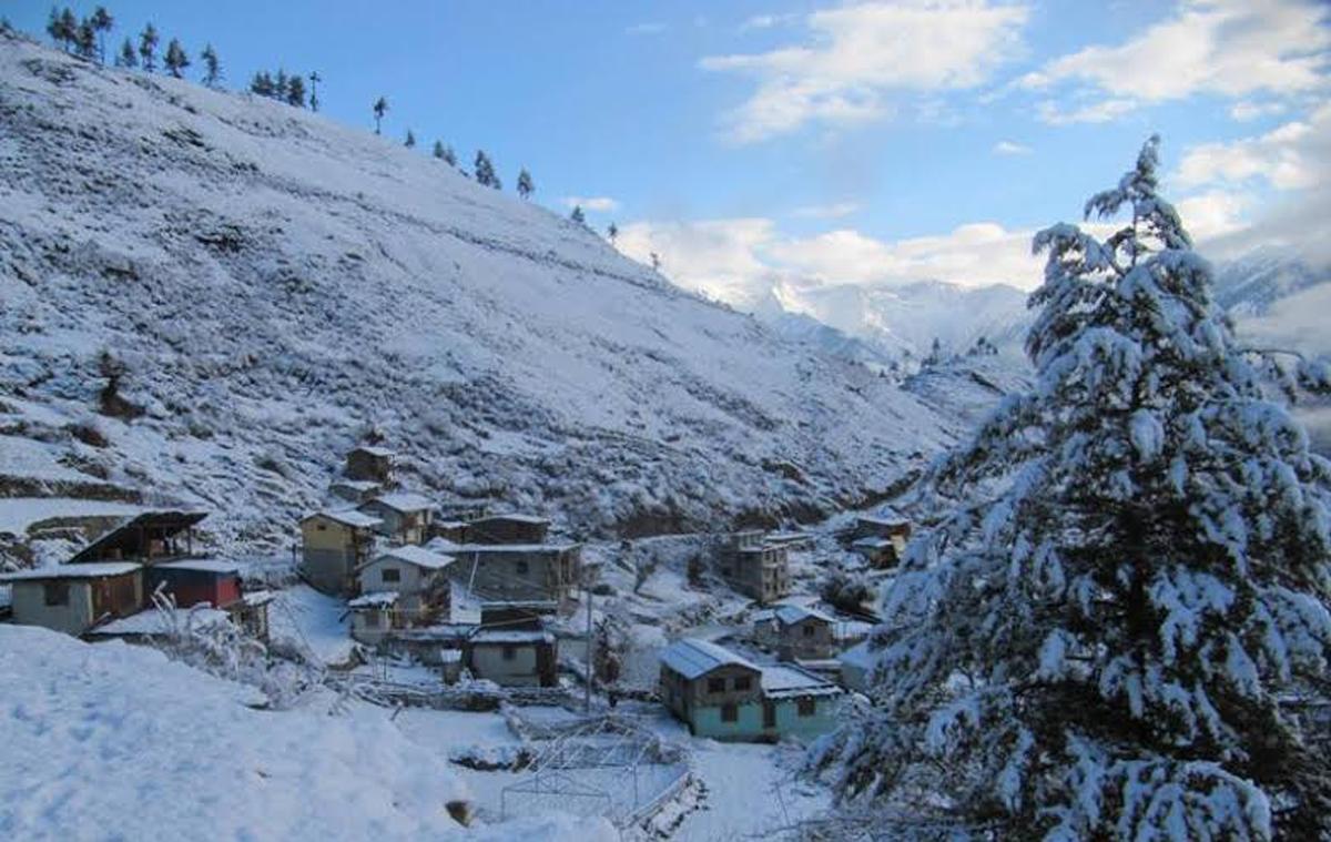 हिमपातले जनजीवन प्रभावित, किसान खुशी