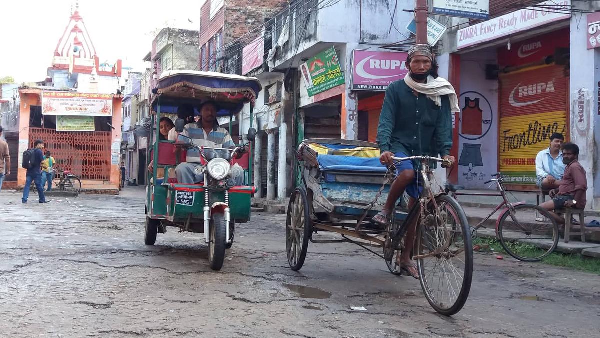 नेपालगन्ज : 'रिक्सा भर्सेज ई–रिक्सा'