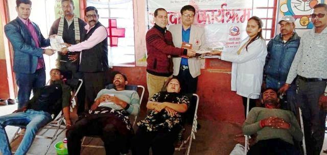 गुरुवागाउँमा रक्तदान, ५९ जनाले दिए रगत