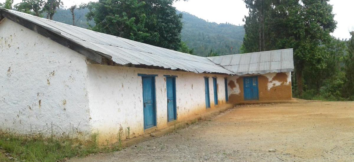 विद्यालय बन्द गरेर नीजि घर बनाउँदै शिक्षक