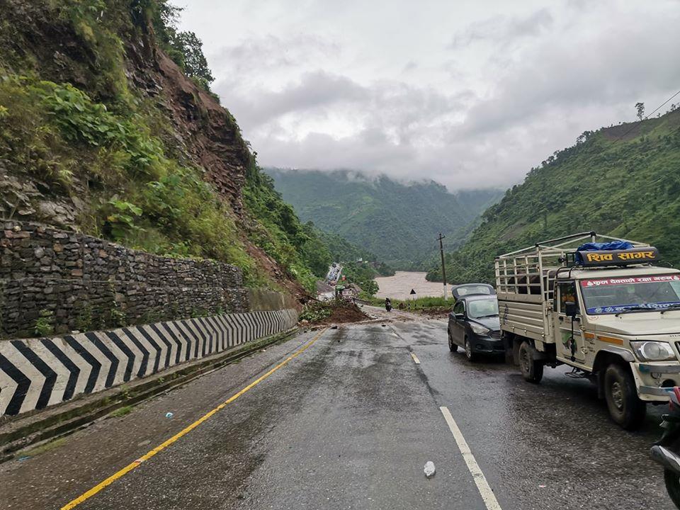 नारायणगढ-मुग्लिङ सडकखण्ड फेरि बन्द : नारायणगढ-नौबिसे सडक एकतर्फी