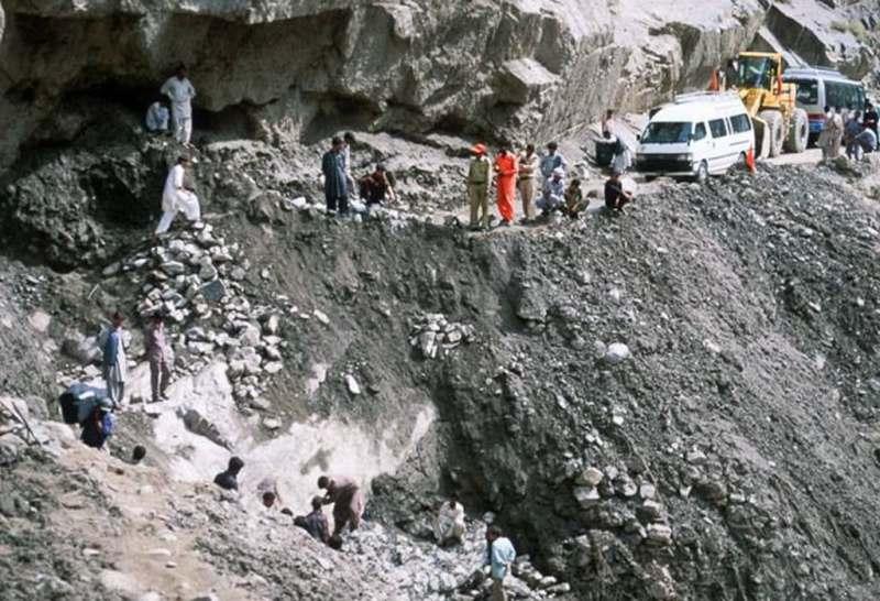 पाकिस्तानमा गुडिरहेको बस पहिरोमा पुरिंदा १६ जनाको मृत्यु