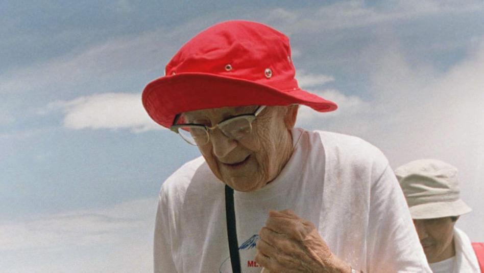 ९१ वर्षमा हिमाल चढ्ने हल्डा क्रुक्सको यात्रा, 'उठ्नुु र हिँड्नुु नै जिन्दगी हो'