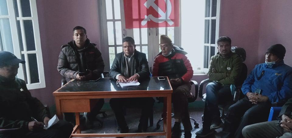 नेपाल कम्युनिष्ट पार्टी बझाङका अध्यक्ष कुवँरको जिम्मेवारी खोसियो