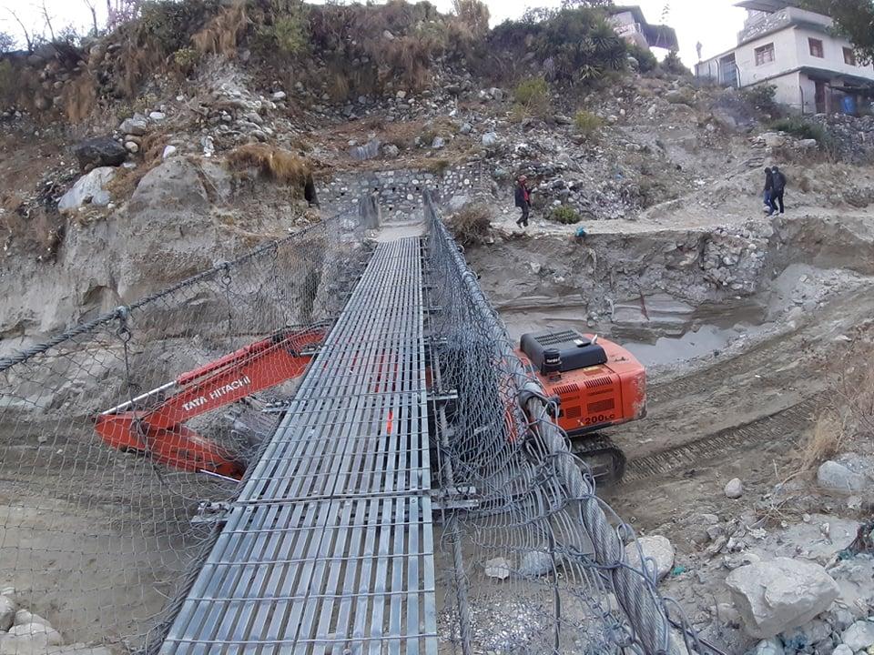 झोलुङ्गे पुल नहटाउँदा मोटरेवल पुल निर्माणमा ढिलाई