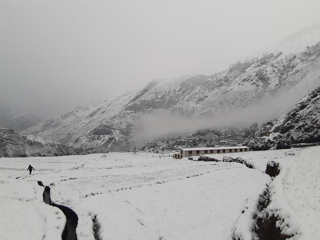 हिमपातले बझाङको जनजीवन प्रभावित, विद्युत् सेवा अवरुद्ध