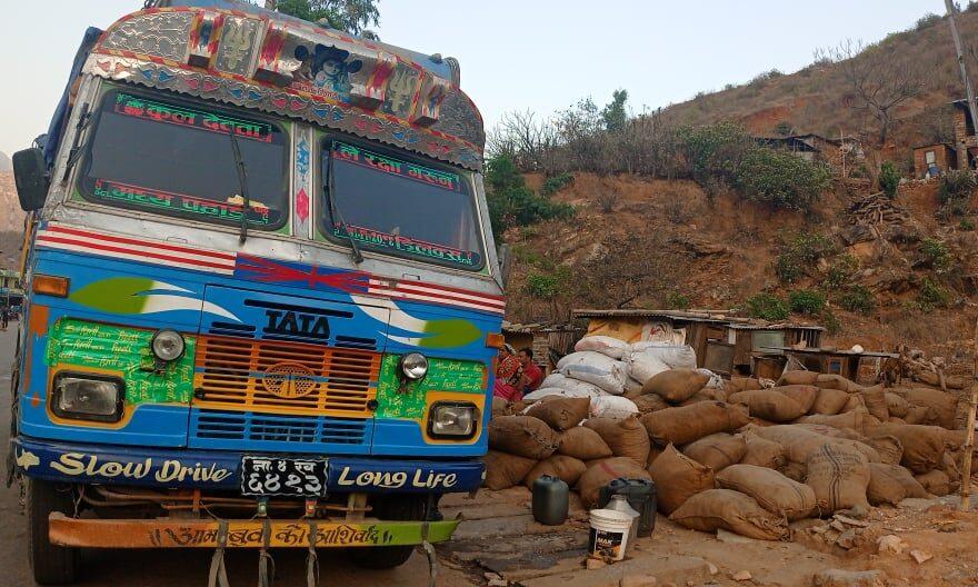 अवैध रुपमा नेपालगन्जतर्फ ल्याउँदै गरेको दुई ट्रक जडिबुटी सल्लीबजारमा जफत