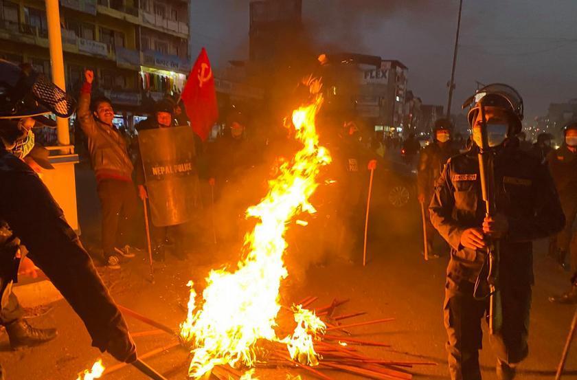 प्रचण्ड–नेपाल पक्षको देशव्यापी आमहड्ताल, बिहानैदेखि प्रहरीको धरपकड
