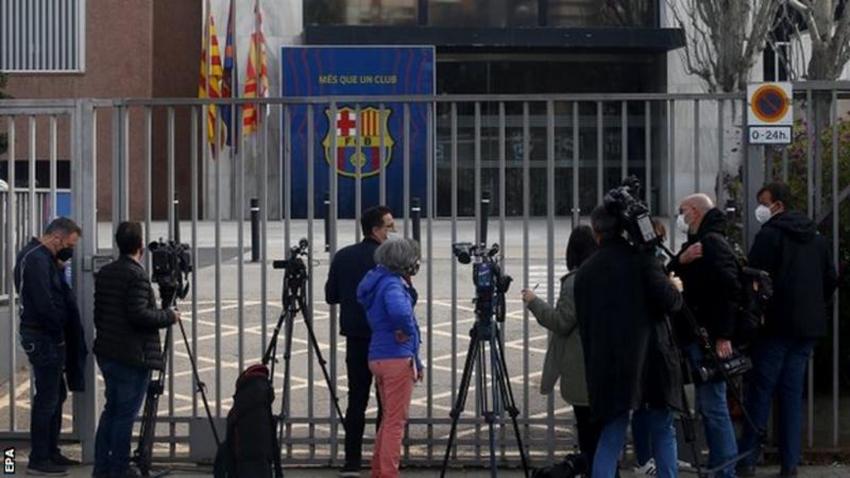 फुटबल क्लब बार्सिलोनाको अफिसमा प्रहरी छापा, ४ पक्राउ