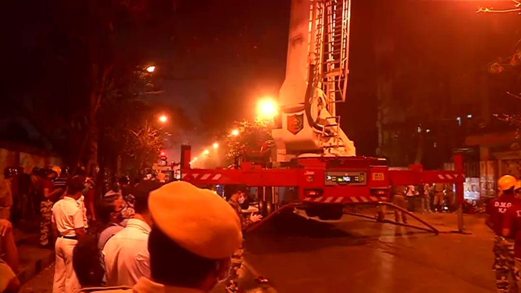 भारतको एक मल्टी स्टोर भवनमा भीषण आगलागी, ९ जनाको मृत्यु
