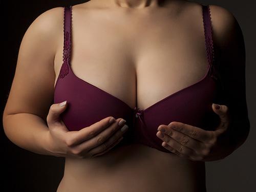 स्तन ठुलो र आकर्षक बनाउन के गर्छन् युवती ?