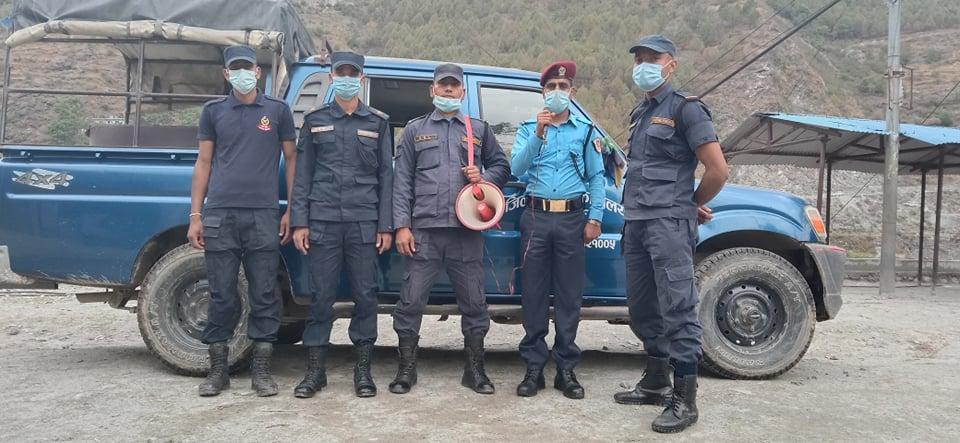 बझाङ प्रहरीको अनिवार्य मास्क अभियान