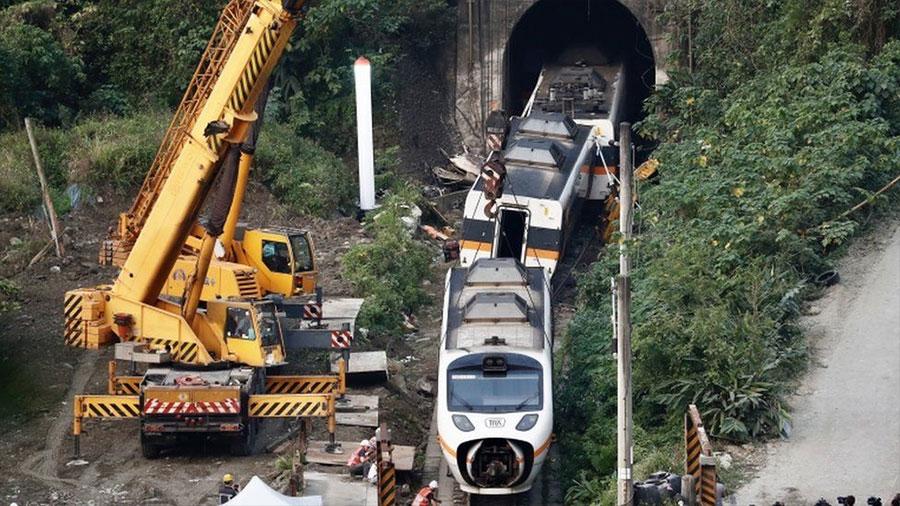 ताइवानमा रेल दुर्घटना हुँदा ५० जनाको मृत्यु
