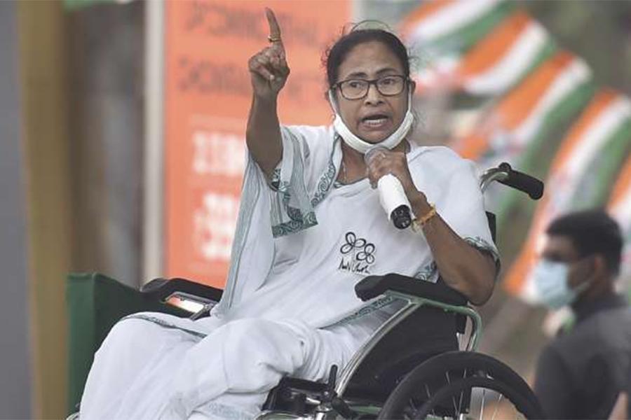 पश्चिम बंगालकी मुख्यमन्त्री बनर्जीलाई एक दिन चुनाव प्रचार गर्न प्रतिबन्ध