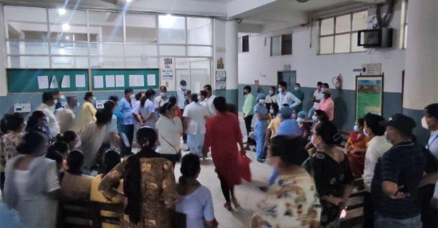 तलब नपाएको भन्दै नेपालगञ्ज मेडिकल कलेजका कर्मचारी आन्दोलित