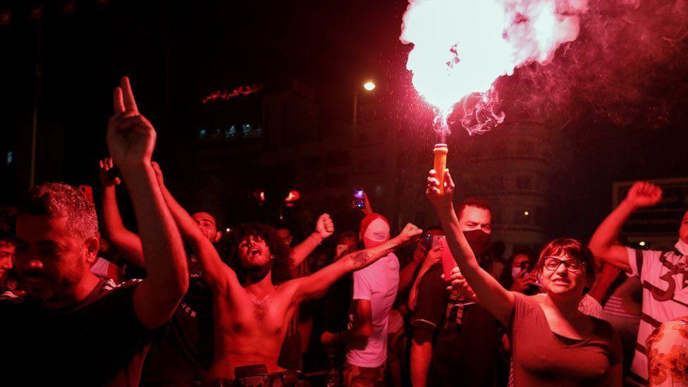 ट्युनिसियाका राष्ट्रपति साइदद्वारा प्रधानमन्त्री मोची वर्खास्त, विपक्षीद्वारा विरोध