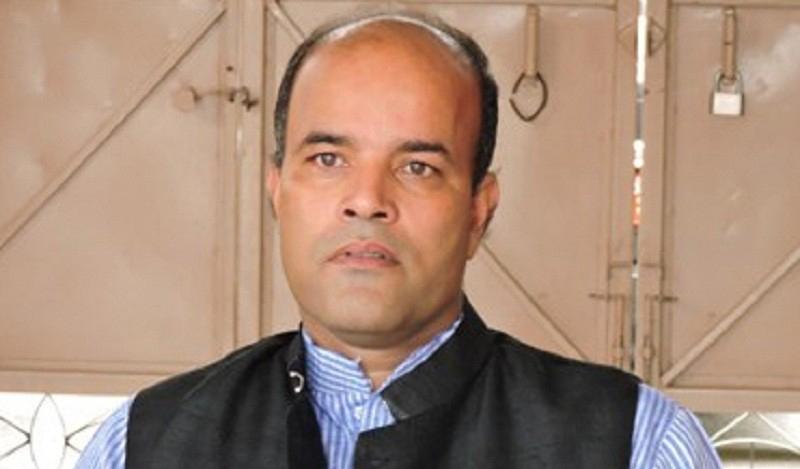 राजीनामा पत्र बोकेर अमरेश सिंह बालुवाटारमा
