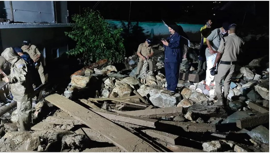 भारतको मुम्बइमा पहिरोमा परेर २० जनाको मृत्यु