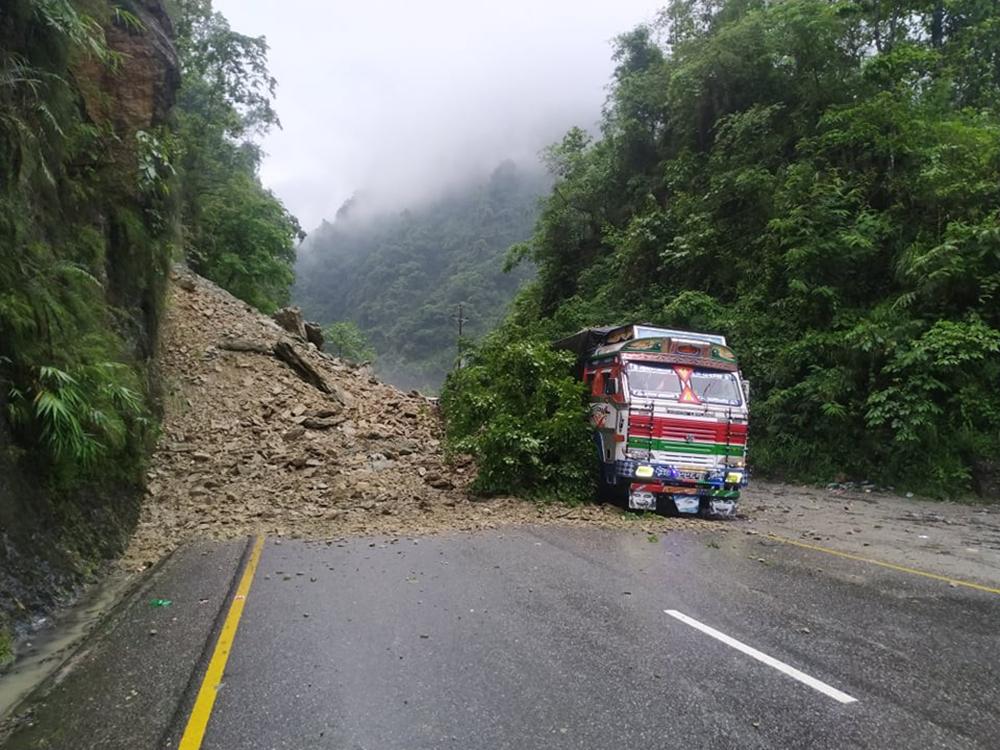 नारायणगढ-मुग्लिन सडकखण्ड एकतर्फी सञ्चालनमा